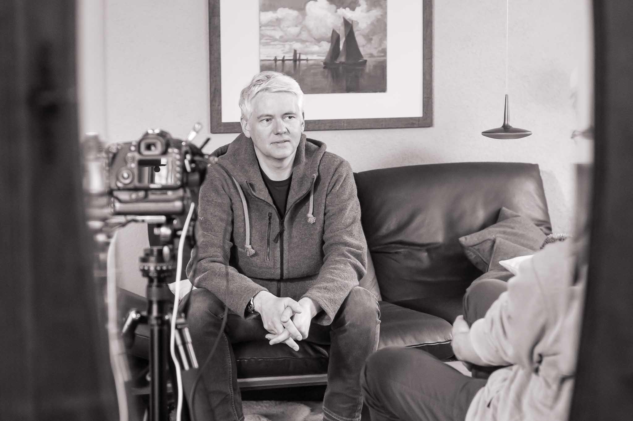 Michael und Burkhard im Interview in Michaels Wohnzimmer
