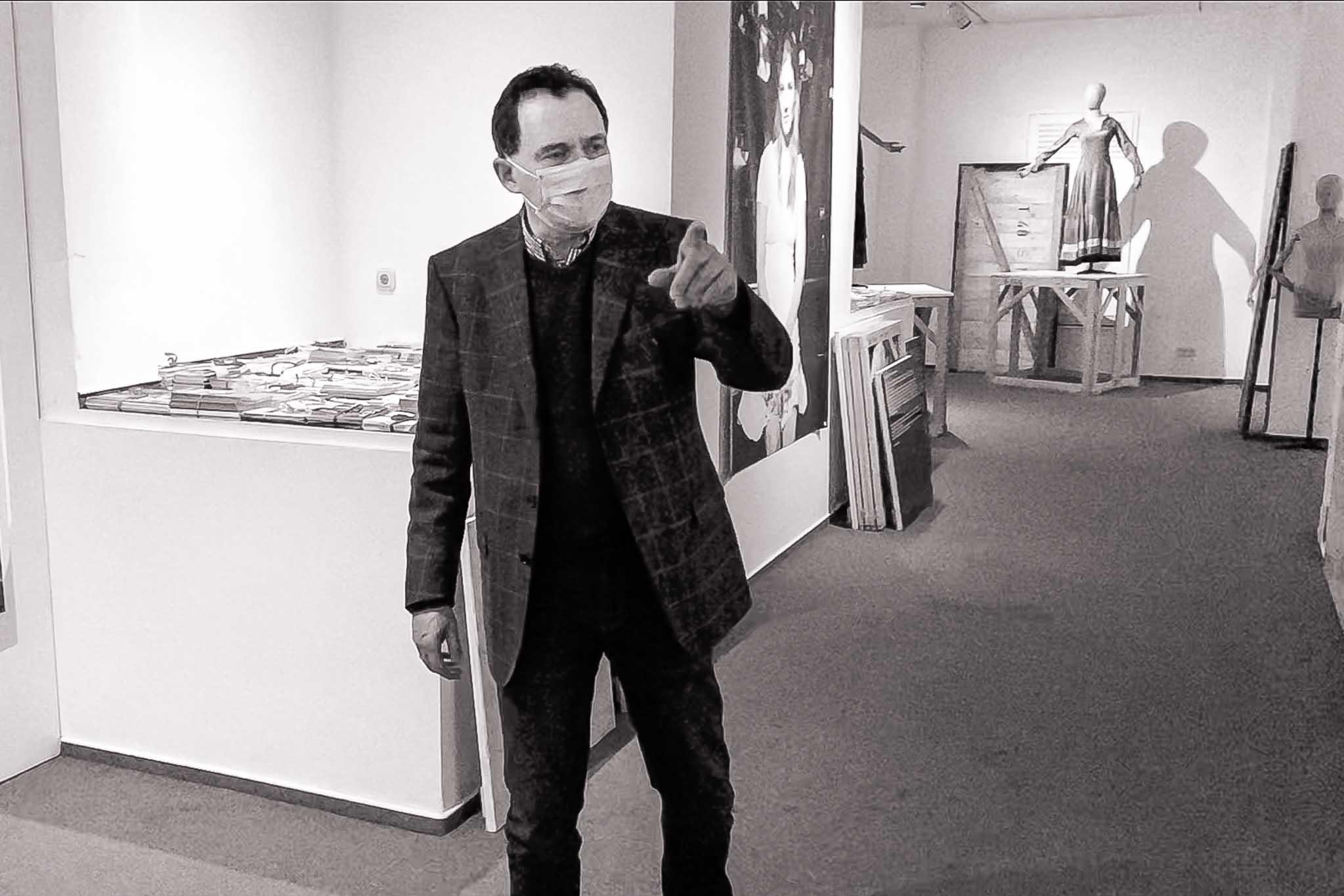 Carsten im Eingangsbereich der Ausstellung