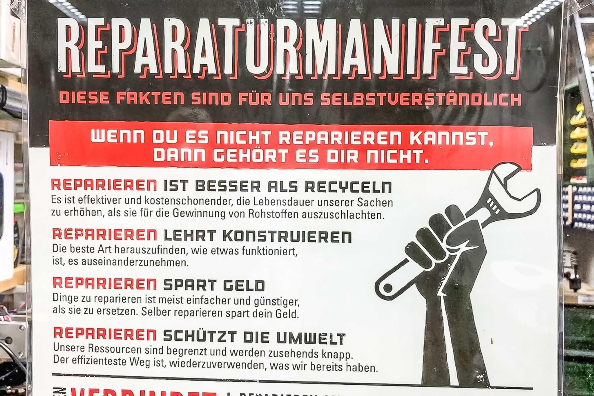 Plakat mit dem Reparaturmanifest