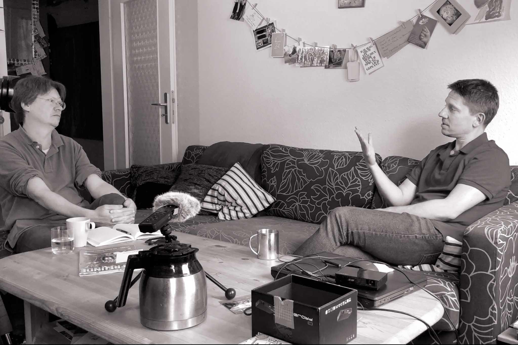 Interviewsituation mit Burkhard und Matthias in dessen Wohnzimmer
